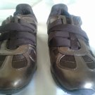 WOMANS SNEAKER SIZE 6 Newport News BRONZE