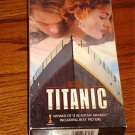 TITANIC VHS    LIKE NEW!     FREE USA SHIPPING!