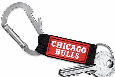 SWW21040KC - CHICAGO BULLS LOGO CARABINER WITH BOTTLE OPENER AND KEY CHAIN