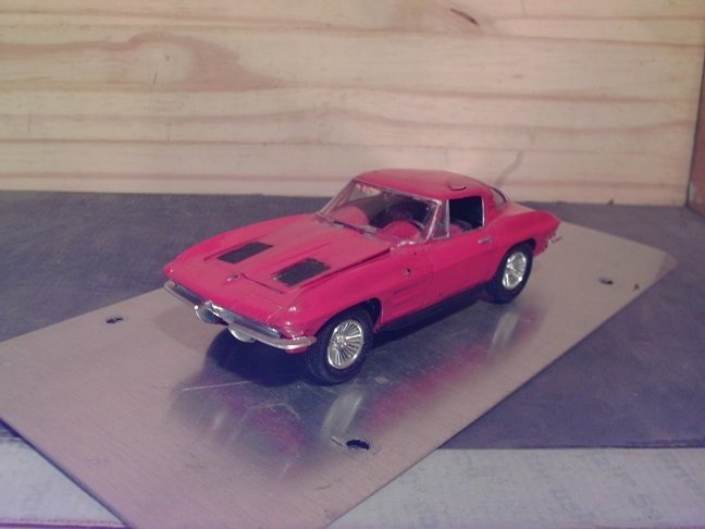 1963 Chevrolet Corvette Split-Window 1/25 Scale Model in Red
