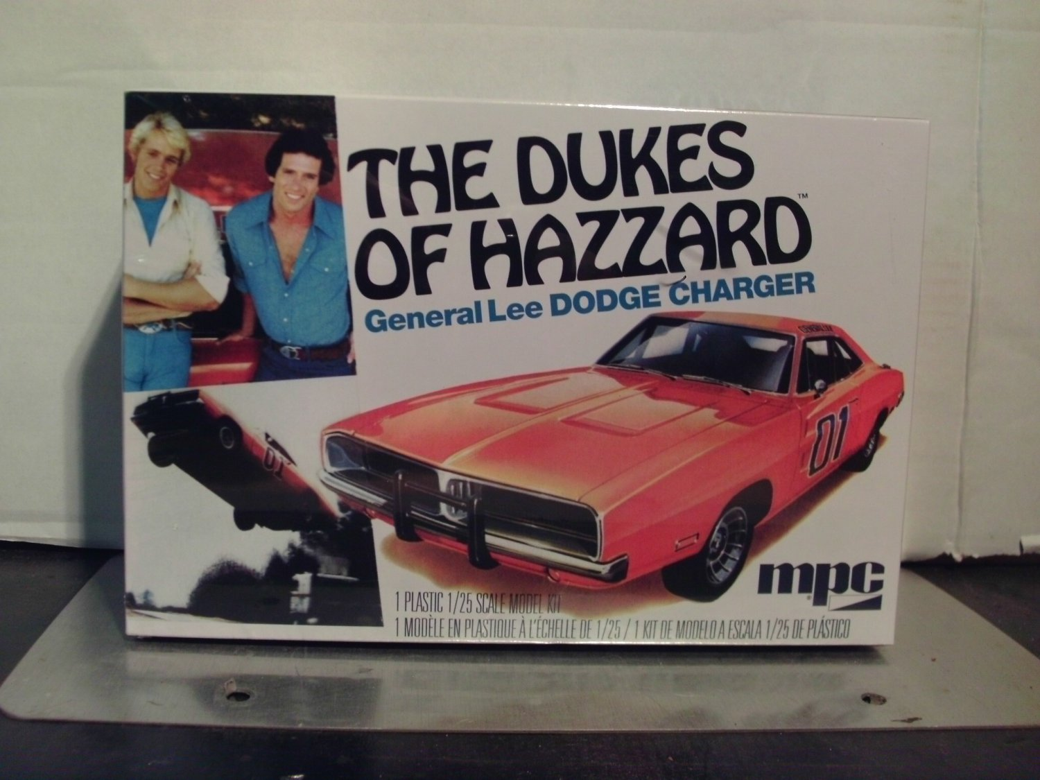 MPC Dukes of Hazzard General Lee Dodge Charger 1/25 Scale Model Kit MPC706L