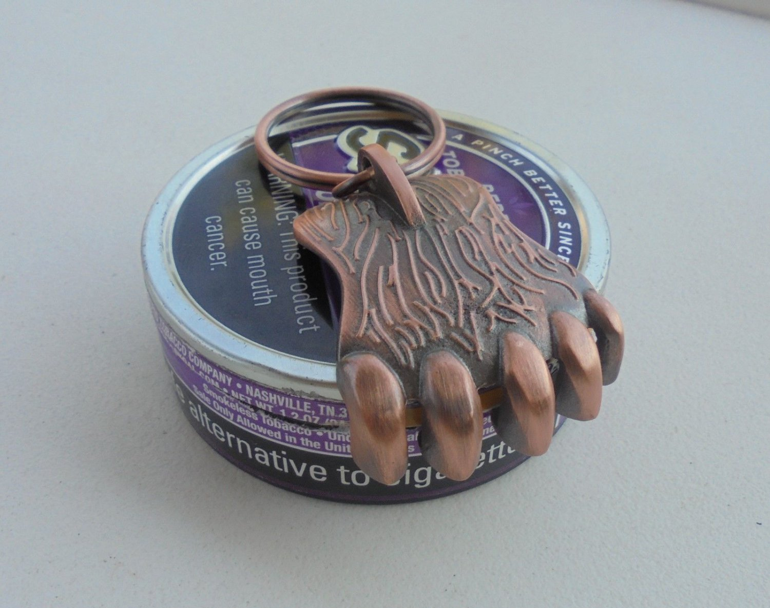 """GRIZZLY BEAR CLAW SNUFF CAN LID OPENER COPPER COLOR """"NEW/UNUSED"""""""