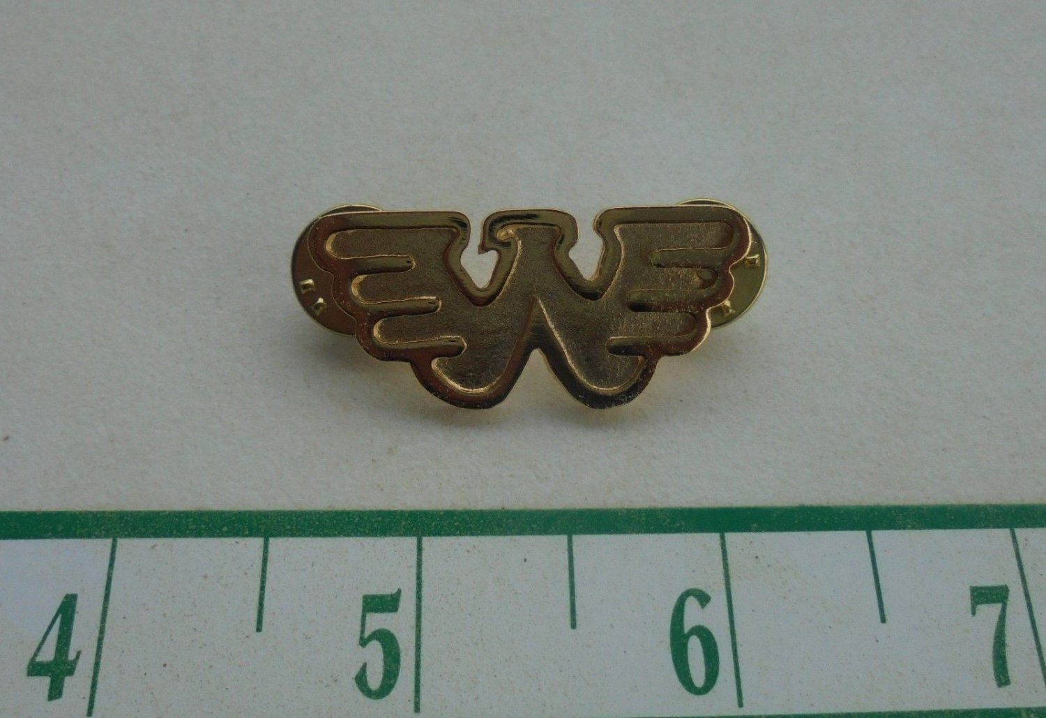 COOL WAYLON JENNINGS LOGO HAT GOLD FINISH PIN