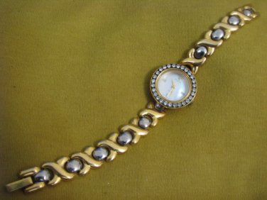 AMAZING ELGIN MOTHER OF PEARL DIAL AUSTRIAN CRYSTALS ROMAN NUMBERS QUARTZ WATCH