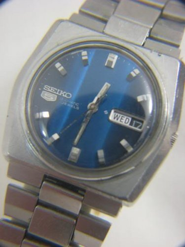 BEAUTIFUL SEIKO 5 AUTOMATIC BLUE DIAL DAY DATE WATCH