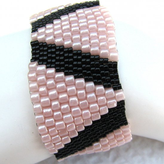 Triangles in Pink Peyote Cuff (2147)