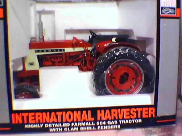 SpecCast IH Farmall 504 Gas 1:16 Scale Diecast Tractor