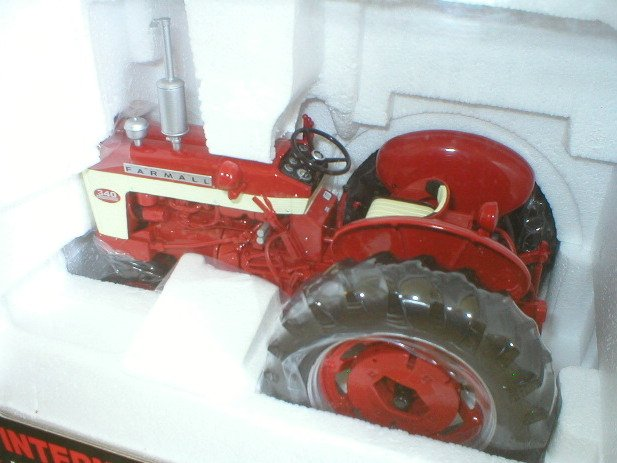 SpecCast Farmall 340 Diecast 1:16 Collectible Tractor