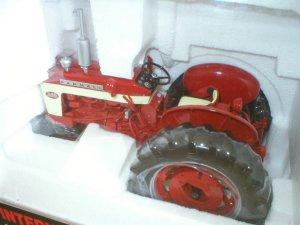 SpecCast Farmall 340 Diecast 1:16 Collectible Tractor