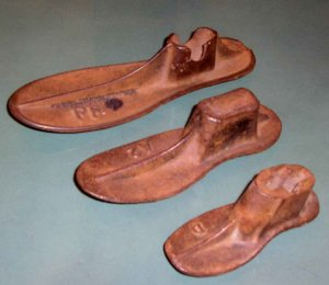 3 ANTIQUE MALLEABLE CAST IRON SHOE FORMS COBBLERS