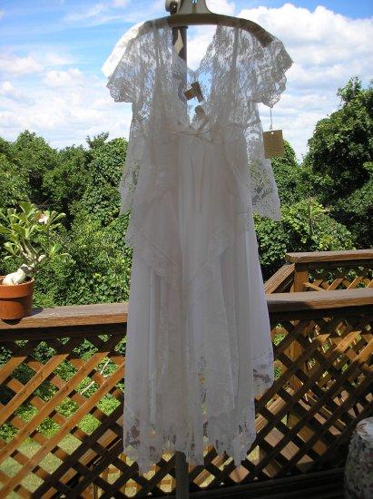 VICTORIA'S SECRET WHITE, BRIDAL, LACY Hankerchief Bottom Penoir Set GORGEOUS Sz Sm BRAND NEW w/ TAGS