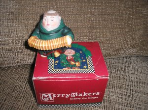 DEPARTMENT 56 MERRY MAKERS CLARENCE THE CONCERTINIST - BRAND NEW!