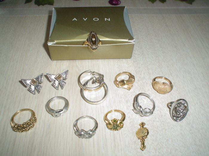 Lot Of Avon Jewelry 12 Pc Rings Earrings Silver Gold Great