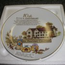 AVON 10TH ANNIVERSARY PLATE - 1995 - THE CALIFORNIA PERFUME COMPANY - BRAND NEW!