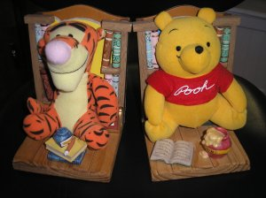WINNIE THE POOH & TIGGER THE TIGER BOOKEND BUDDIES - DISNEY - ADORABLE!