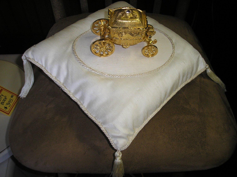 CINDERELLA CARRIAGE PUMPKIN COACH WEDDING RING BOX ON TASSELED RING BEARER PILLOW