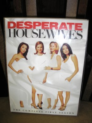 DESPERATE HOUSEWIVES - THE COMPLETE FIRST SEASON DYD BOX SET!