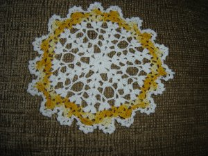VINTAGE HAND CROCHETED DOILY - 8&quot; - WHITE/VARIEGATED YELLOW -STEP BACK IN TIME!
