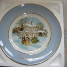 AVON 1977 CHRISTMAS PLATE &quot;CAROLLERS IN THE SNOW&quot;- IN ORIGINAL BOX!