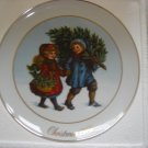 "AVON 1981 CHRISTMAS PLATE ""SHARING THE CHRISTMAS SPIRIT""- IN ORIGINAL BOX!"
