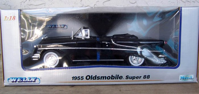 Welly 1955 Olds Super 88 Black Convertible 1:18 NEW