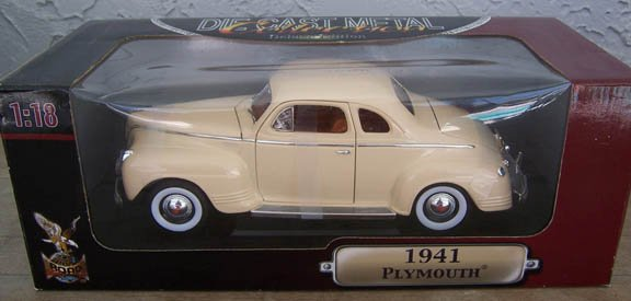 Yat Ming Road Signature 1941 White Plymouth 1:18 Diecast