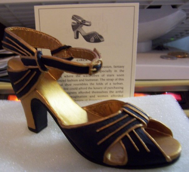 Just the Right Shoe 25043 Rising Star Mint NEW
