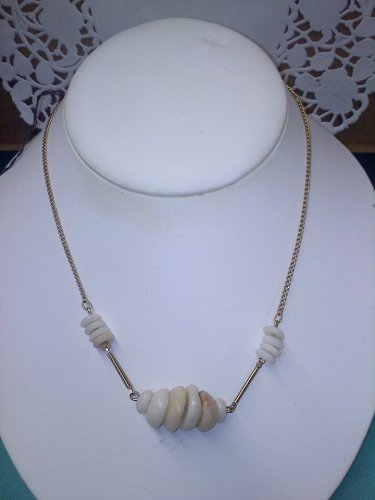 Sarah Coventry vintage shell necklace goldtone