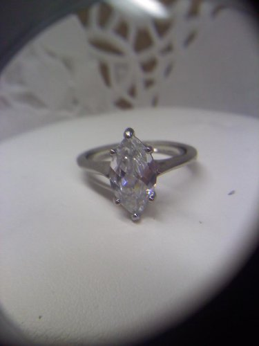 Silvertone ring marked NR with crystal sparkler in size 8-9