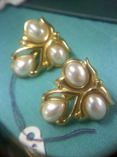 JS Faux pearl and goldtone comfort screw back clip earrings