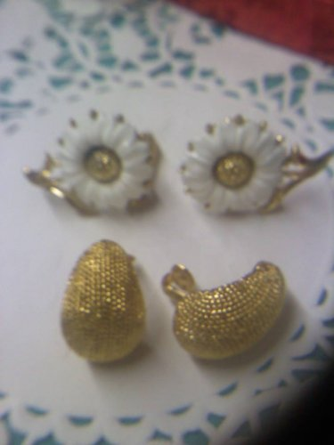 2 pair Crown Trifari goldtone clip earrings one textured and one daisies