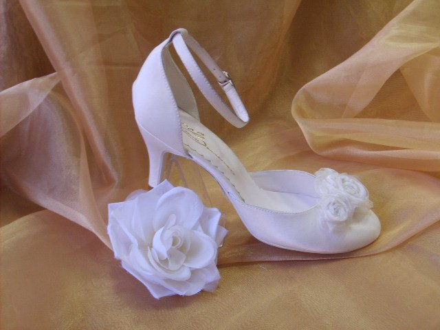 Bridal shoes by Elena Zenchenko