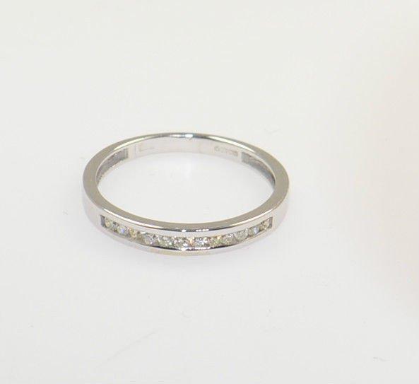 ROUND BRILLIANT DIAMOND HALF ETERNITY WEDDING RING BAND IN 9K SOLID WHITE GOLD