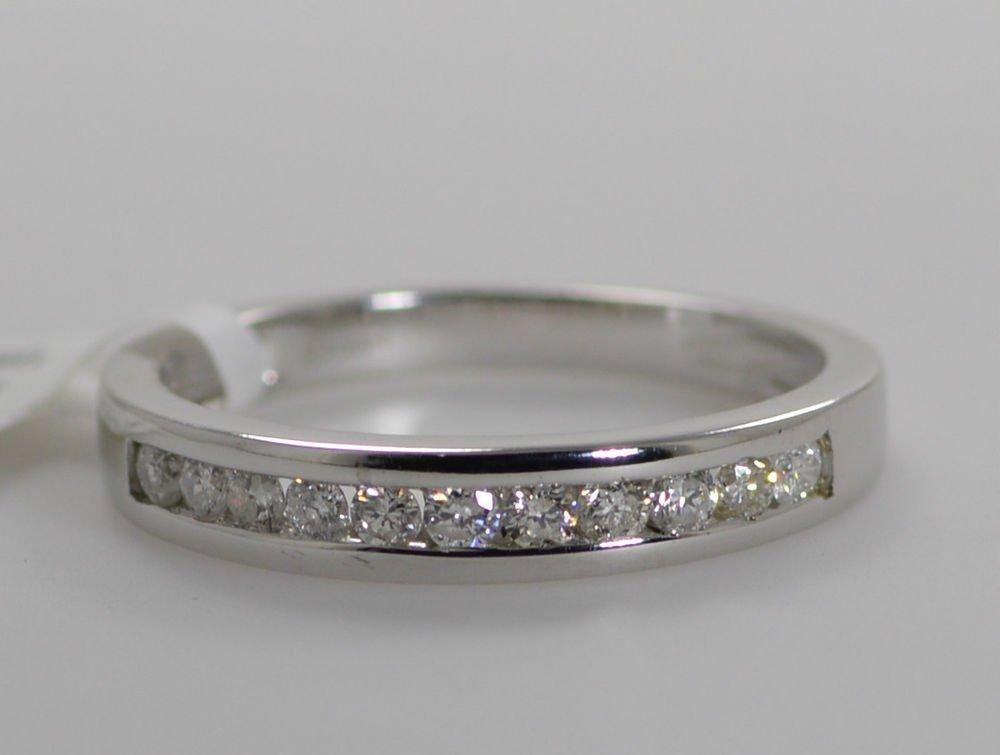 0.30CT ROUND BRILLIANT CUT DIAMONDS HALF ETERNITY WEDDING RING IN 9k WHITE GOLD
