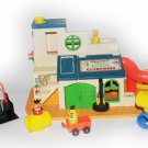 VINTAGE FISHER-PRICE LITTLE PEOPLE PLAY FAMILY SESAME STREET CLUBHOUSE #937