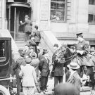 New 5x7 Photo: Crowd awaits TITANIC News at Offices of the White Star Line