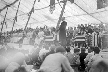 New 5x7 Civil War Photo: President Woodrow Wilson at 50th Reunion, Gettysburg