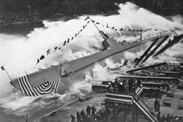 New 5x7 World War II Photo: Launching of the USS ROBALO in Wisconsin, 1943