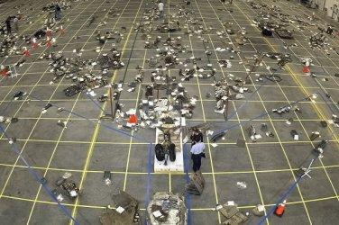 New 5x7 NASA Photo: Reconstructing Debris of Space Shuttle Columbia