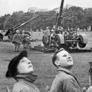 New 5x7 World War II Photo: Anti-aircraft Guns during Raid in Hyde Park, London
