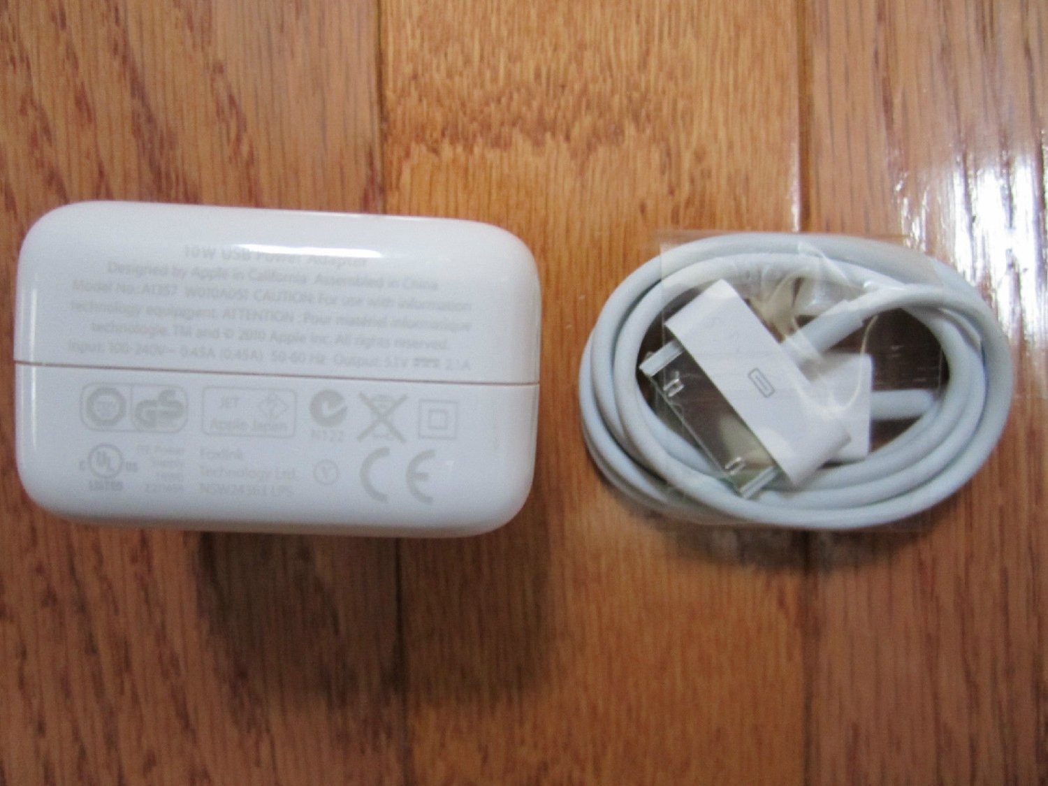 OEM GENUINE Original Apple iPad 3 Wall Charger Adapter 10W Authentic AND CABLE
