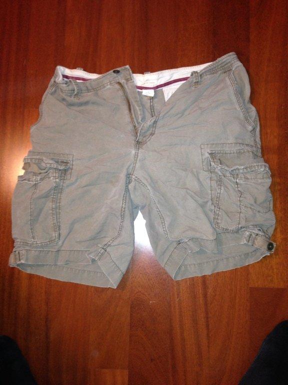gap cargo shorts size M