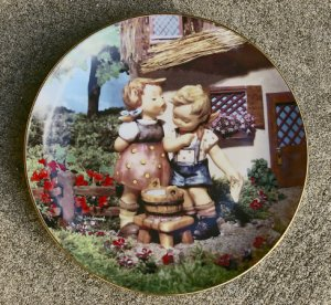 """1992 """"Squeaky Clean"""" Little Companions Hummel Collectors Plate #MD 6086"""