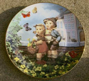 """Surprise"" Little Companions Hummel Collectors Plate #MD6086"