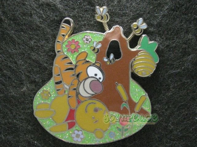 Disney Pin HKDL 2007 Cute Characters - Pooh and Tigger with Bees