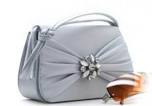 BEAUTIFUL SILVER SATIN DESIGNER EVENING BAG