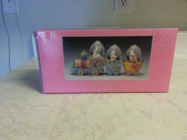 Easter avenue waterglobe train bunny