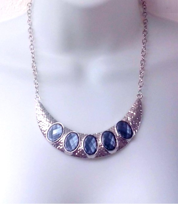 Hammered Silver Metal Statement Necklace with Geode Druzy Gemstones for Women