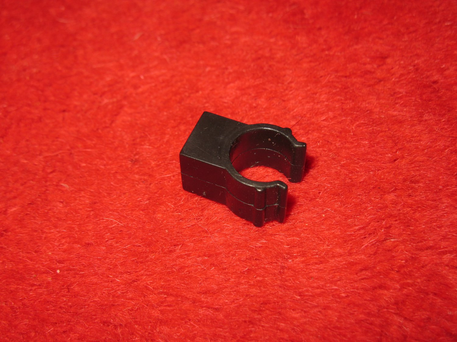 Fisher Price: Construx Action Building System Part- Black Wheel Hub Clamp