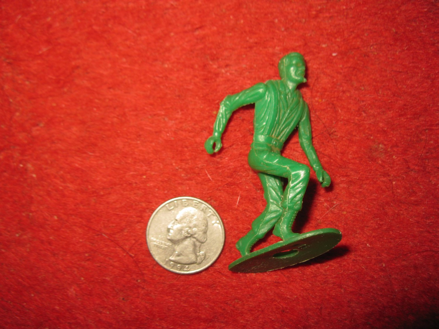Vintage Miniature Playset figure: RARE MPC #16 Green Plastic Toy Soldier w/ Removedable gun